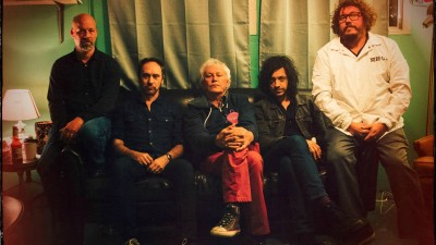 "Guided by Voices Drop a New Video for ""5 ° on the Inside"""