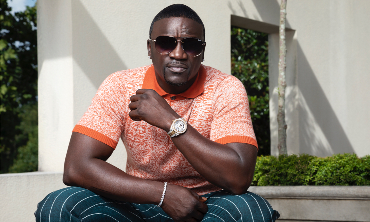 Akon Breaks Out Of The Box