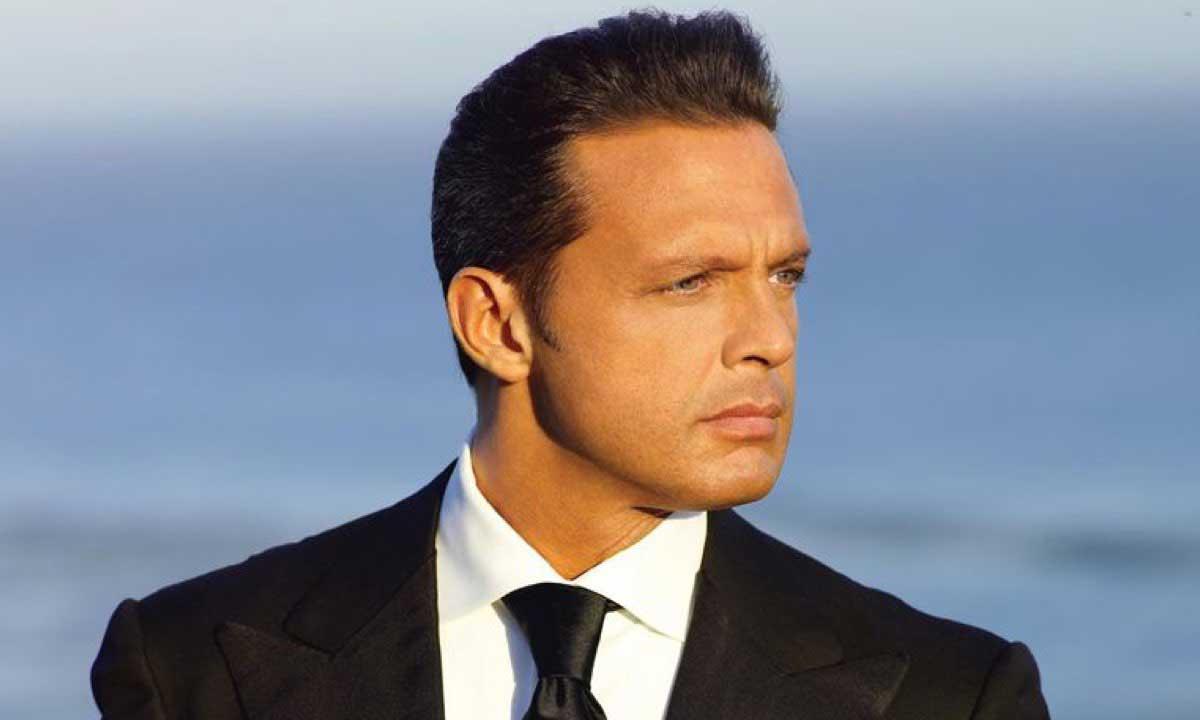 The Romantic: Luis Miguel @ 50