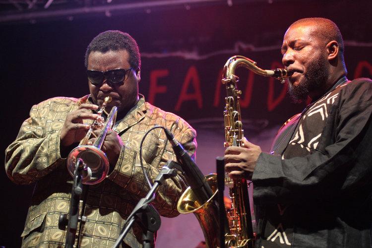 Wallace (left) and Antoine Roney perform in Italy in 2005. Credit: Ernesto Ruscio/FilmMagic.